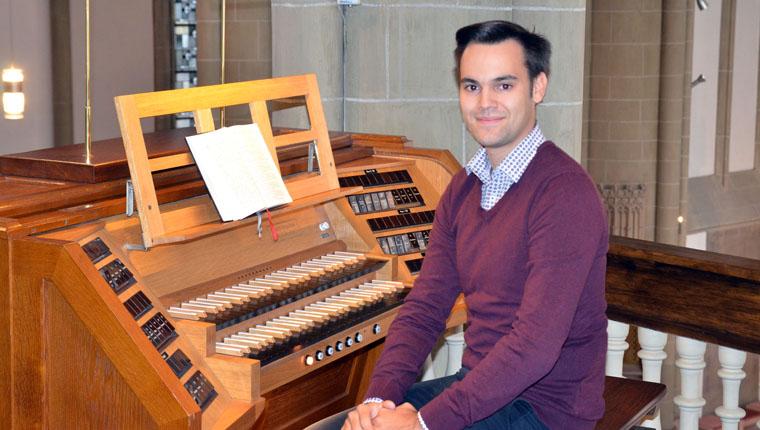 Kirchenmusiker und Chorleiter Raùl Huesca Valverde
