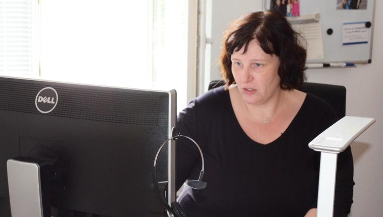 Sonja Buschkötter an ihrem Arbeitsplatz